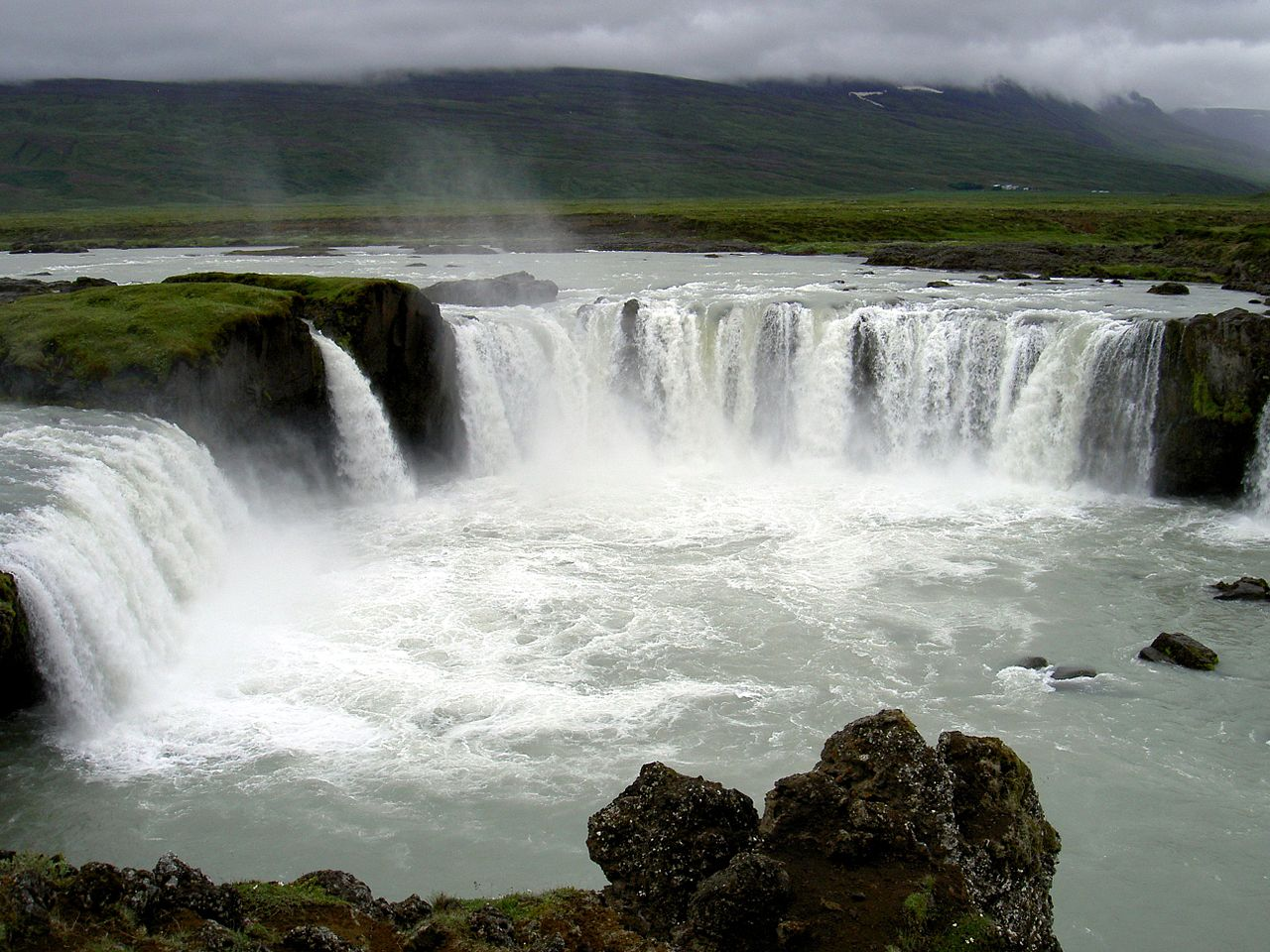 Godafoss_Iceland_2005